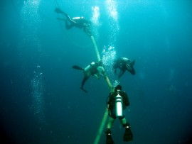 Divers lowering the dredging equipment to the Tagbita site, Rizal, Palawan, Philippines. Photo by  P. Eichel 2006.